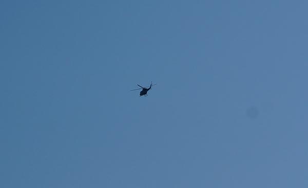 ヘリコプター東へ