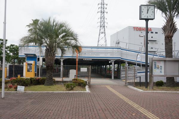 西河原市民プールの駐車場