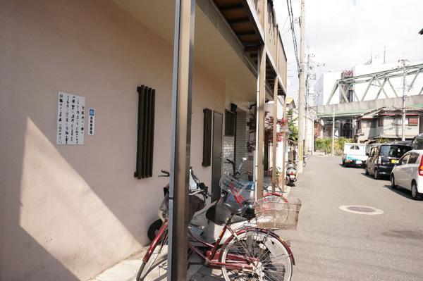 kk麺や紡ぐ横自転車置き場DSC03593