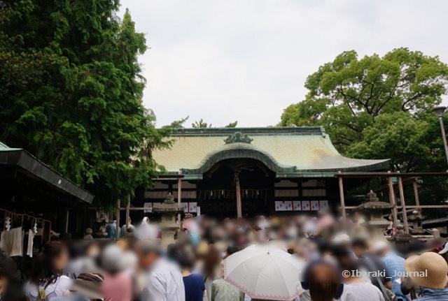 20140630茅の輪茨木神社ご祈祷中