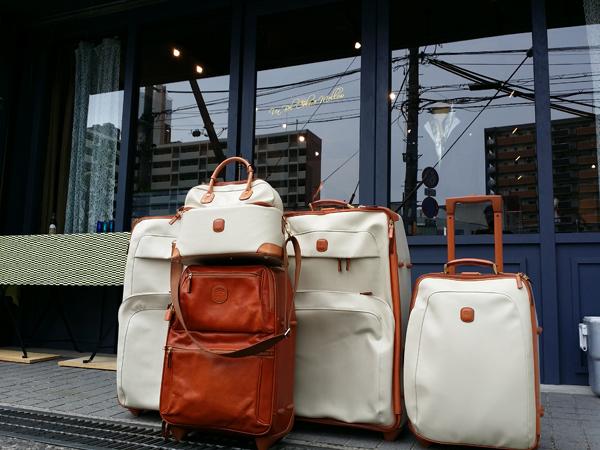 メロウの外にバッグ