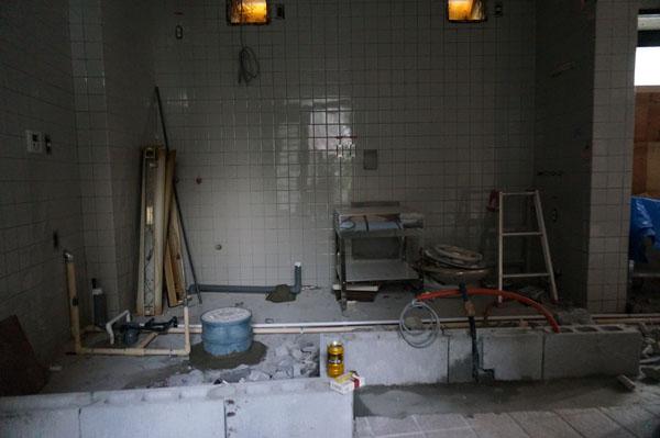 kk鉄板焼き工事中の中DSC04075