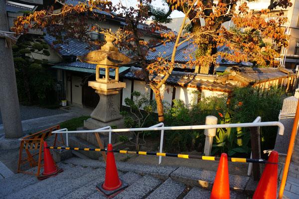 茨木神社階段手すり右