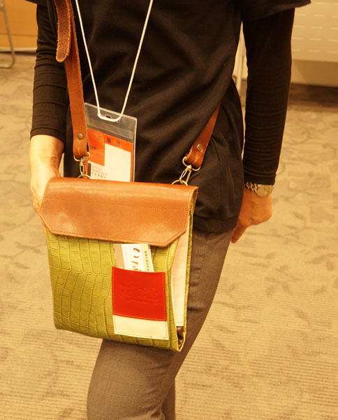 産産学マッチングフェアでクアトロガッツのバッグ