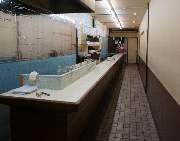 ミドルアース店内全景DSC07721