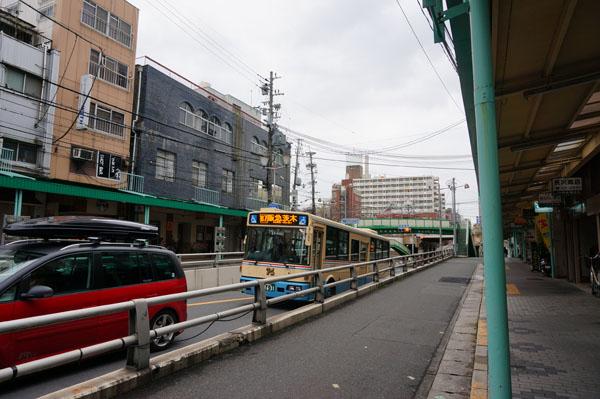 中央通りJR茨木駅方向