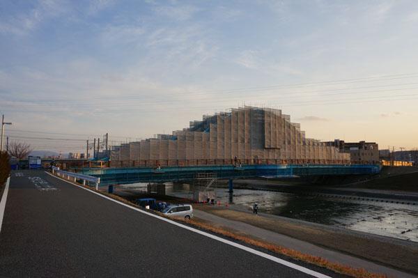 安威川の西河原新橋工事中