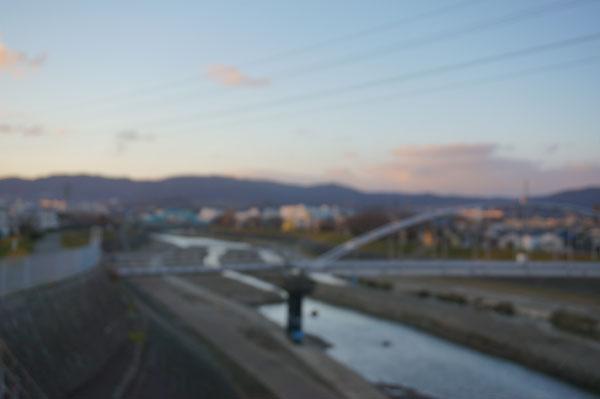 安威川の橋ぼやけてる