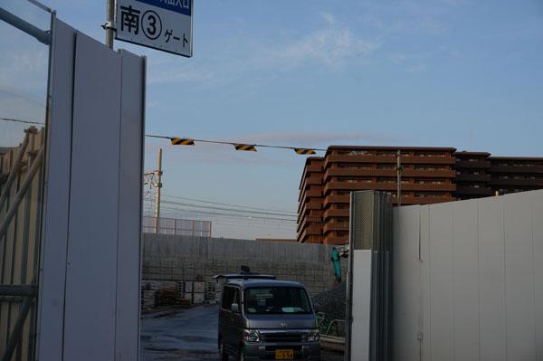 JR総持寺工事現場南ゲート