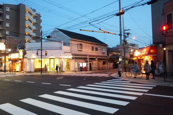 JR茨木東・対面になった交差点