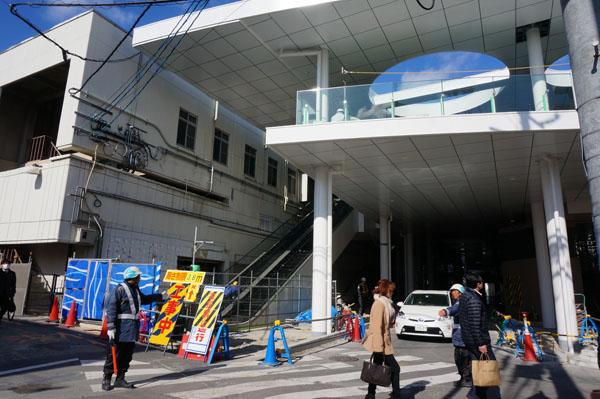 JR茨木駅沿いエスカレーター