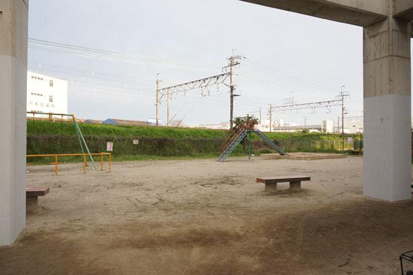 JR線路三角公園右