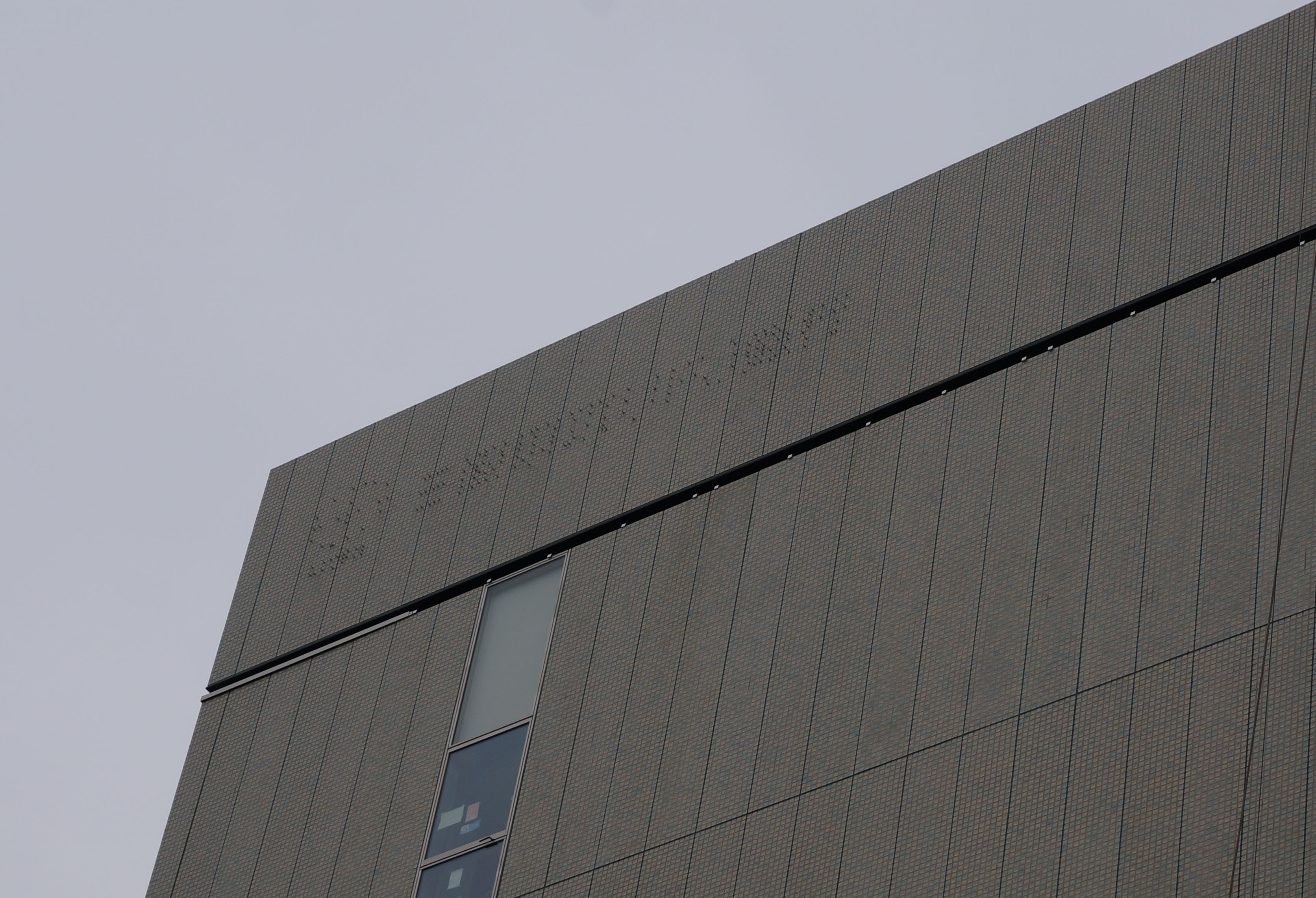 三菱UFJ壁の文字DSC00686