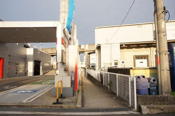 日産茨木店横の道