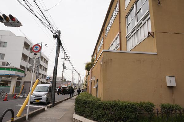 茨木養精中横の道路
