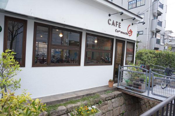 カフェ小町外観右側
