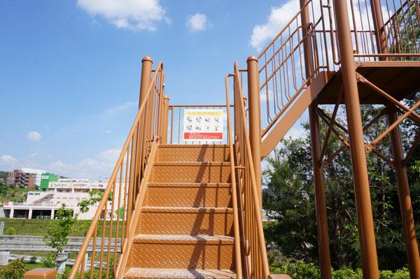 彩都西公園滑り台階段