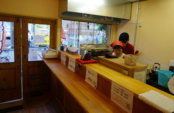 JR茨木駅前てっぺんの店内からカウンター