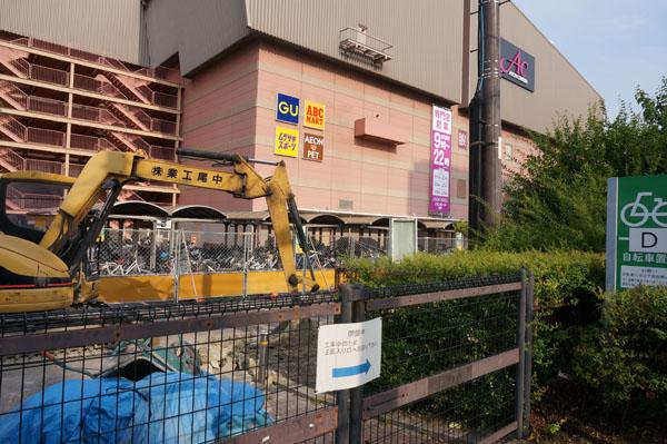 イオンモール茨木の自転車置き場工事のアップ写真