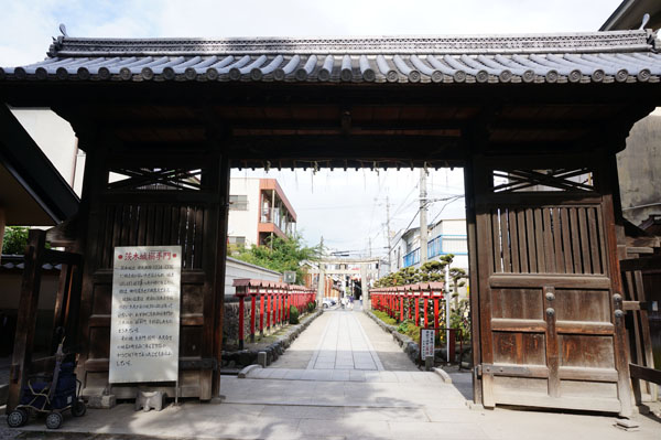 茨木神社の搦手門