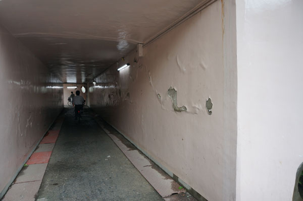 JR高架通路の壁面