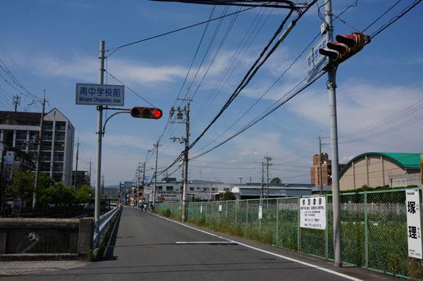 茨木南中そばのコインランドリー前道路