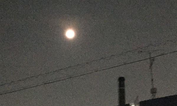 0731中条温泉煙突と月IMG_0684