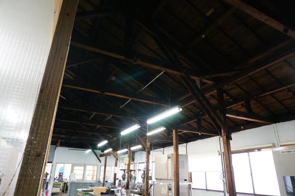 高石工業の工場天井