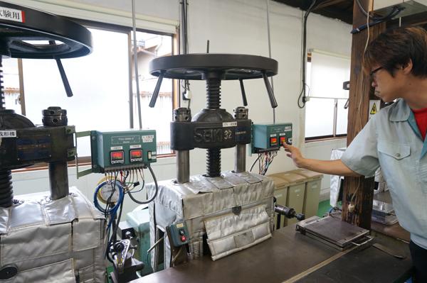 高石工業体験・成形の機械
