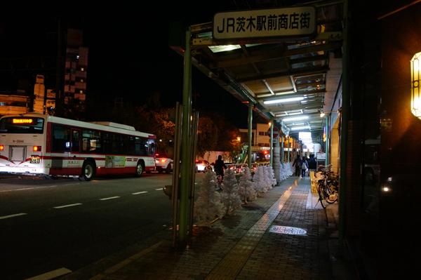 ツリー点灯前の商店街