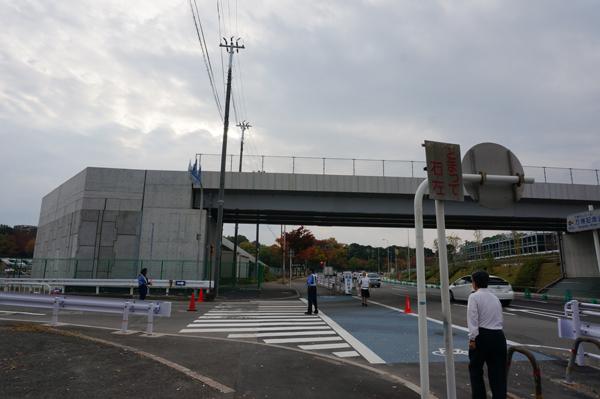 駐車場の陸橋