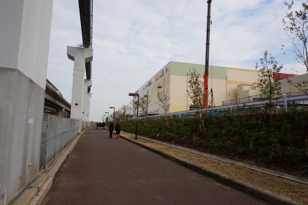 万博記念公園駅から外周方面への道