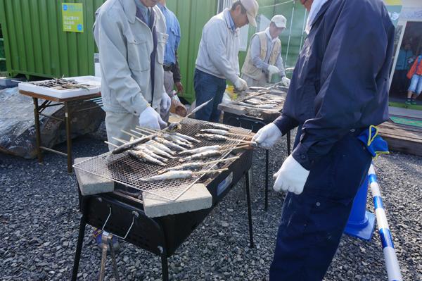 安威川フェスであまごを焼いてた