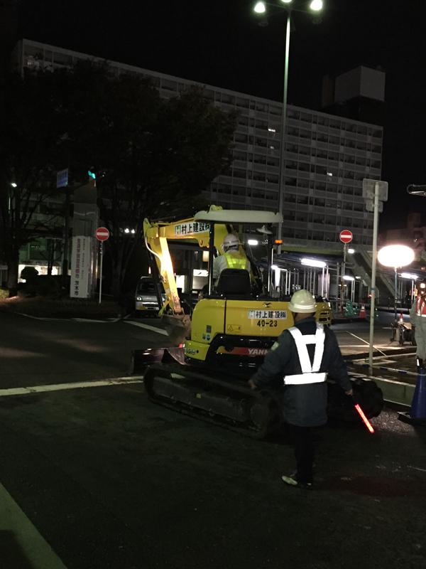 JR茨木西バス停のところに重機