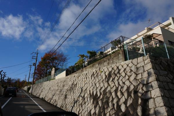 山手台住宅地の石壁
