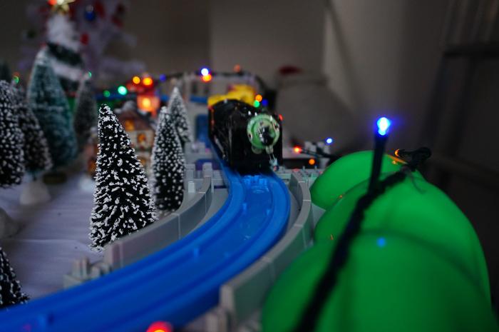 茨木寺子屋のジオラマで汽車が走る