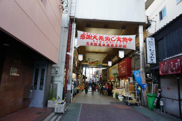 阪急本通商店街南側から