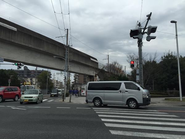 佐和良義神社前の交差点西方向