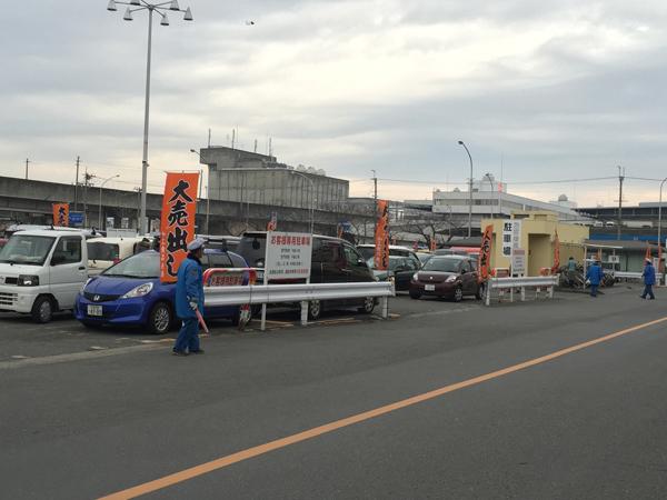 中央市場の駐車場