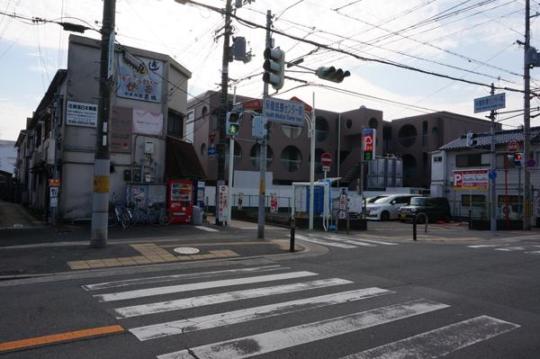 春日商店街前の保健医療センター側入り口