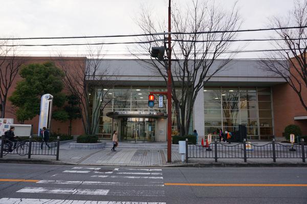 図書館外観正面