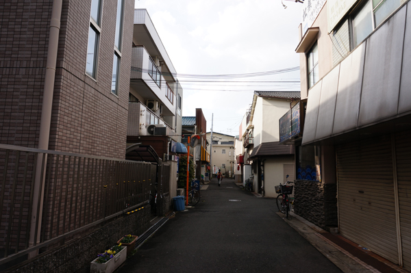 総持寺中央商店街街頭がない3