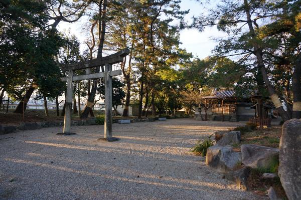 9春日神社の境内に鳥居
