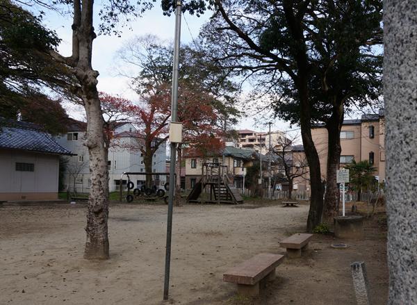 18春日神社境内の公園