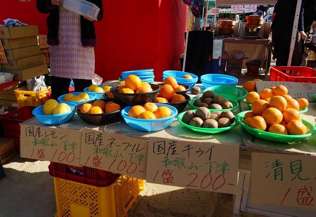 ハルびらきで果物販売