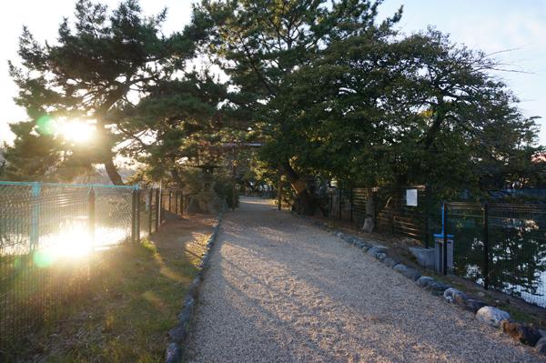 4春日神社の方両側に池