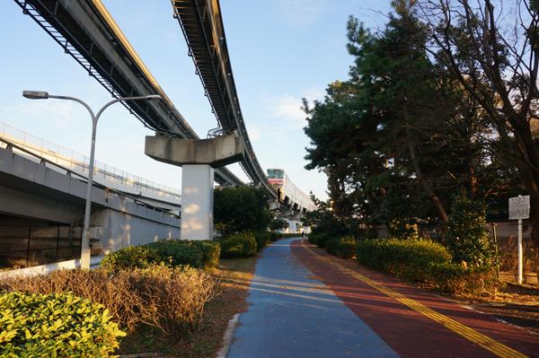 奈良のモノレール下