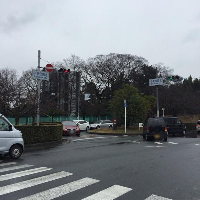 川端通りの茨木税務署そば駐車場出口