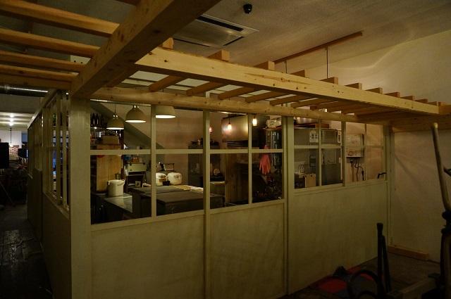 ツミキ食堂店内奥からキッチン