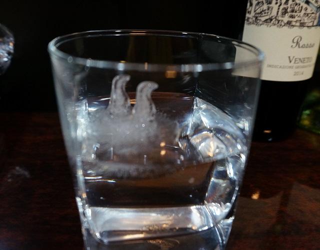 千のグラス氷ペンギン